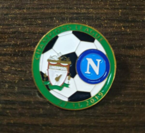 значок Liverpool-Napoli  №1088  3 см  металл