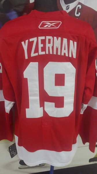 свитер Detroit Red Wings  №19 YZERMAN