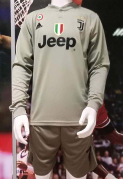 форма Juventus  №7 RONALDO(длинный рукав)(2018-2019)(гостевая)
